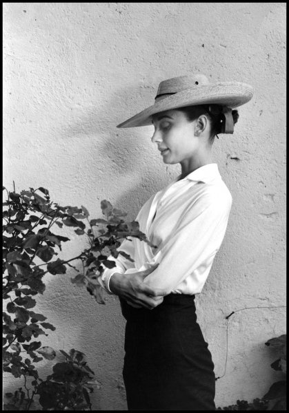 """MEXICO. Durango. 1959. Actress Audrey HEPBURN during filming of """"The Unforgiven,"""" directed by John Huston."""