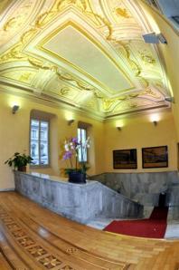 1 Circolo scalone ingresso 0 - Milano Photofestival