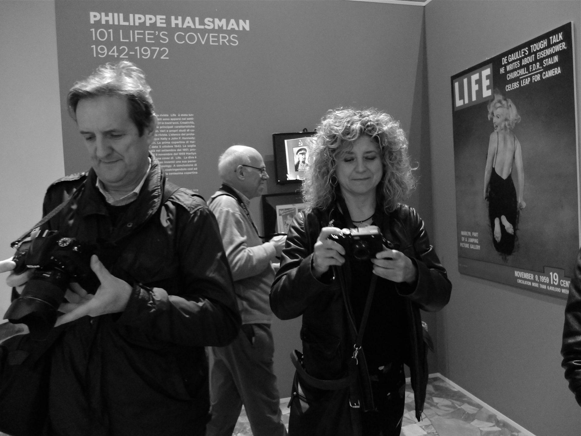 foto catalogo PHOTOFESTIVAL 2018 Visitors di Alberto Dubini mostra MAGNUM LIFE Cremona 6 maggio 2017 DSCF6999 scaled - Milano Photofestival